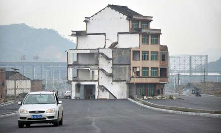 chinese couple refuse to leave half demolished building