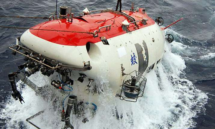 chinese submersible sets new deep sea diving record
