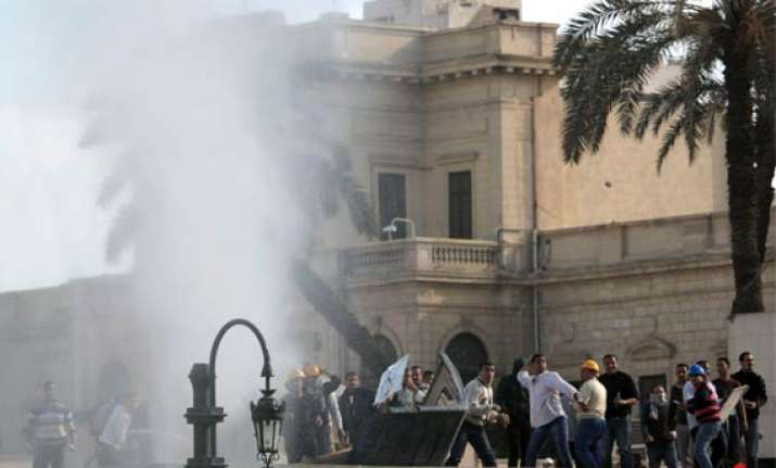 clashes continue in egypt toll increases to 14