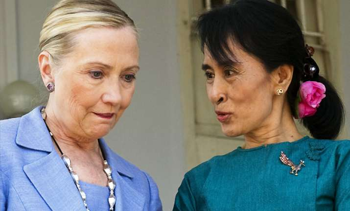 clinton meets suu kyi lays down reform markers