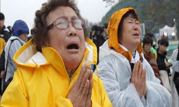 cries of anguish as south korea ferry toll reaches 135