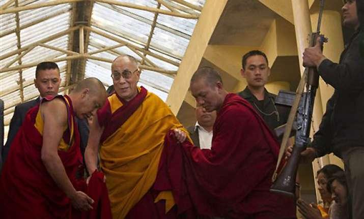 dalai lama prays for tibetans who self immolated