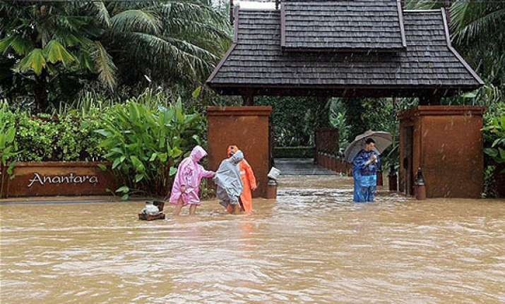 death toll from thailand s floods tops 600