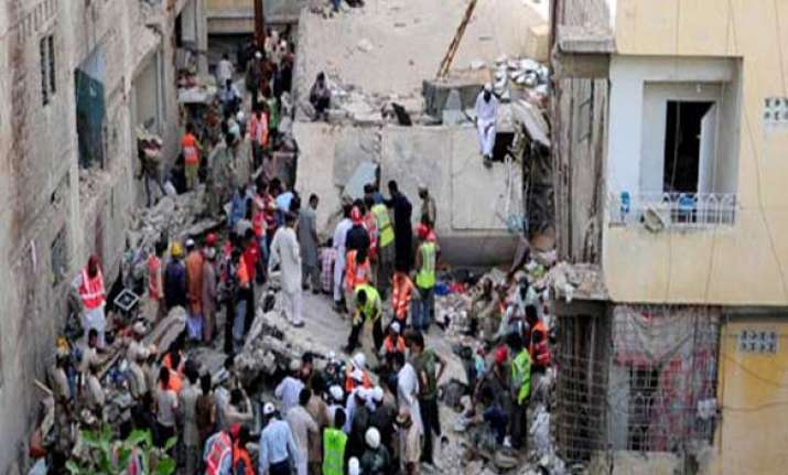 death toll in karachi building collapse goes upto 29