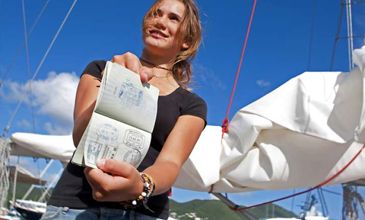 dutch schoolgirl becomes world s youngest sailor to