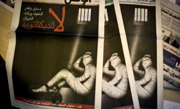 egyptian papers suspend publication in protest