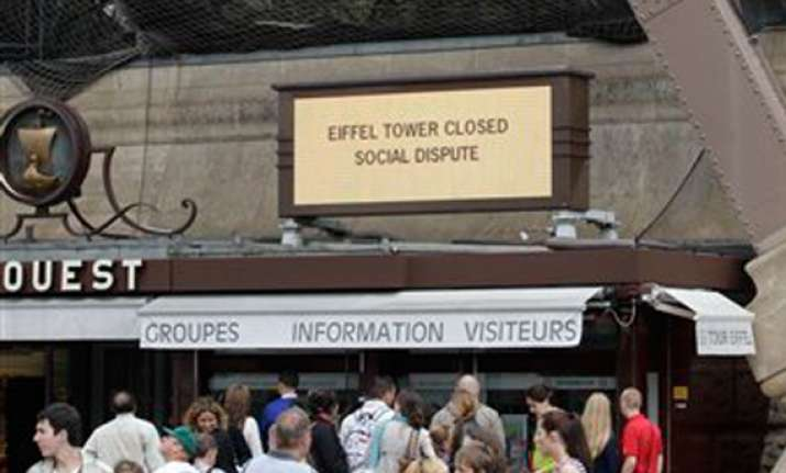 eiffel tower workers on strike monument closed