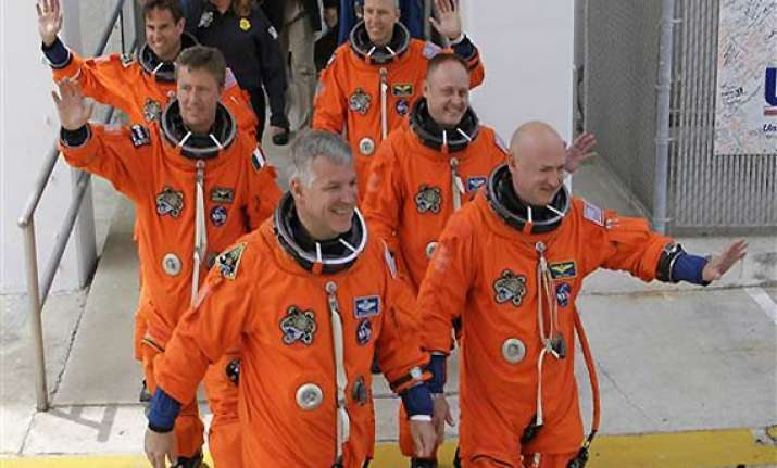 endeavour astronauts make history above earth