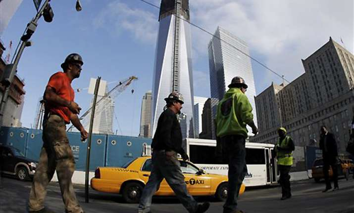 final steel beam lifted at 4 world trade center