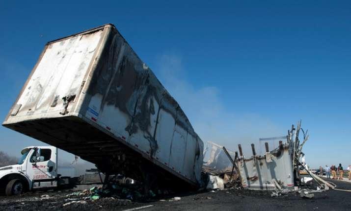florida highway pileup kills at least 10 people