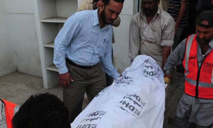 suicide bomber strikes in karachi kills four
