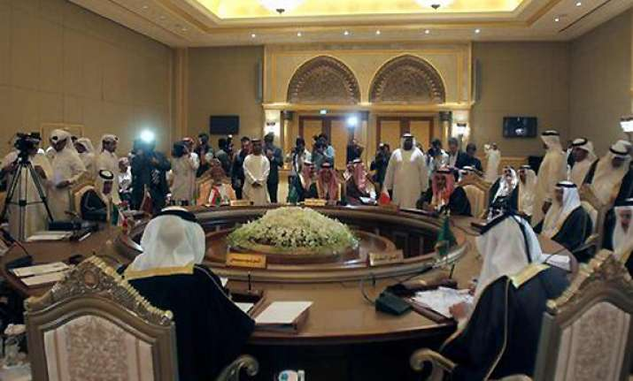gcc to pull out syria observers urge world pressure