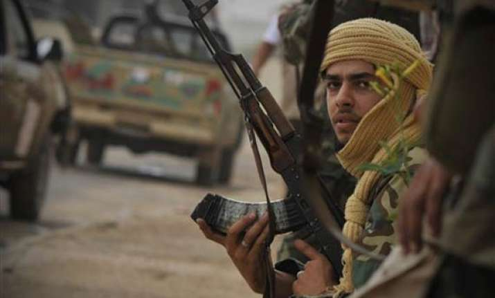gaddafi loyalists hit back in sirte