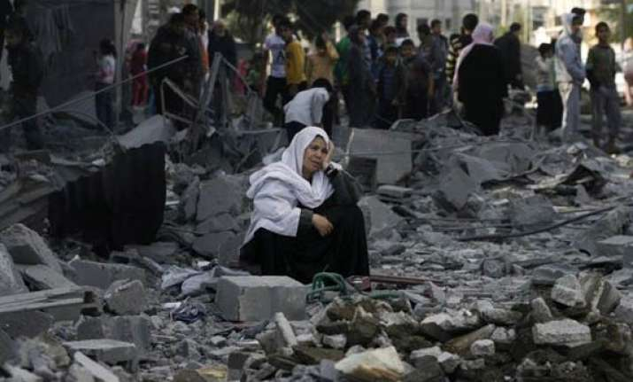 gaza death toll tops 1 000 as israel extends temporary truce