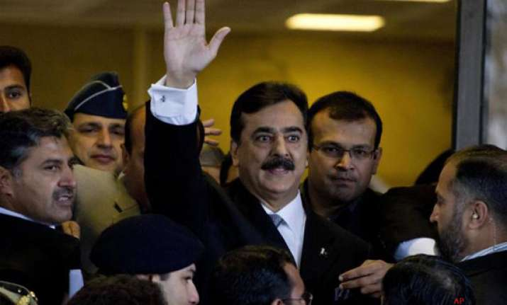 pak pm gilani charged for contempt pleads not guilty