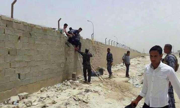 gunmen storm iraq university take dozens of students hostage