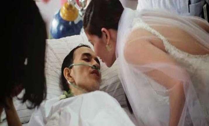 heartbreaking dying cancer patient marries girlfriend hours