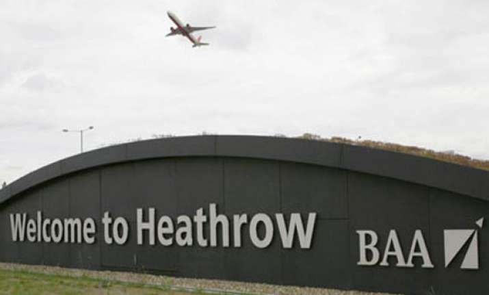 heathrow airport closed after plane makes emergency landing