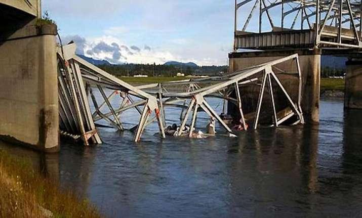 highway bridge collapses in washington
