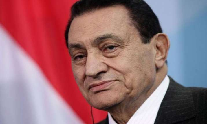hosni mubarak released from jail taken to military hospital