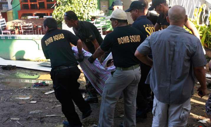 hotel bomb kills 3 wounds 27 in south philippines