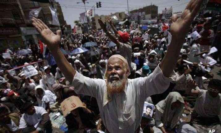 huge rival demos split yemen