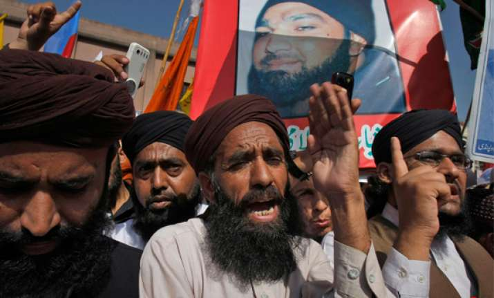 hundreds in pakistan rally for governor s killer