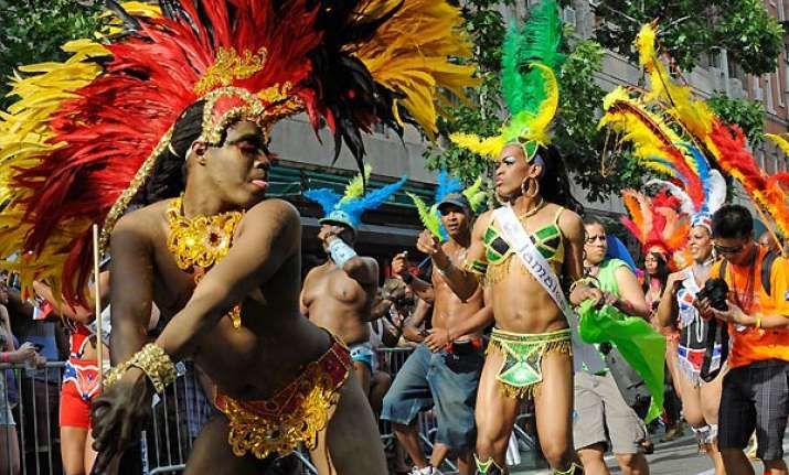 hundreds of thousands flock ny gay pride parade