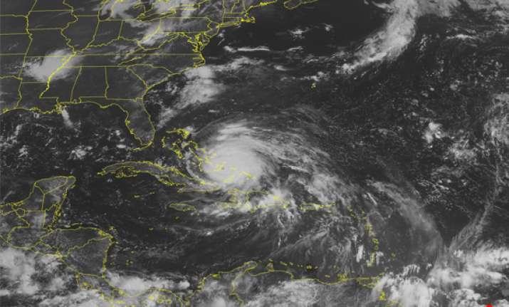 hurricane irene lashes bahamas and aims at us coast