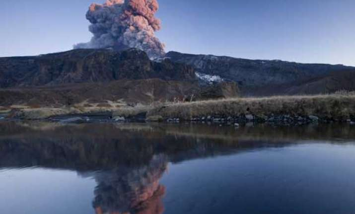 iceland raises volcano alert level to red