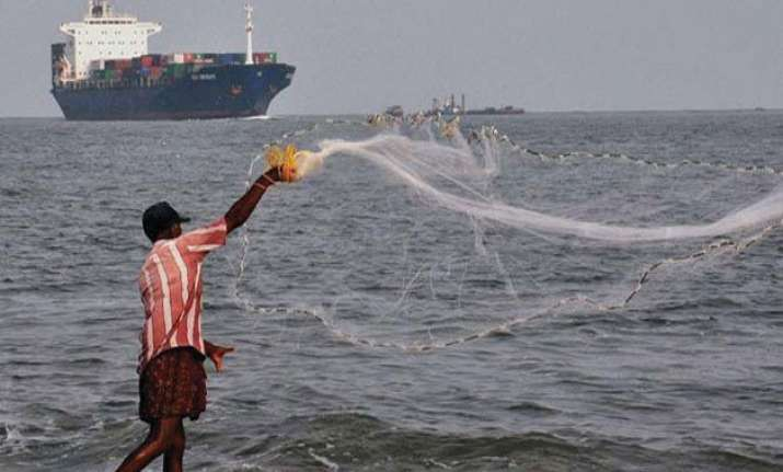 sri lanka arrests 37 indian fishermen