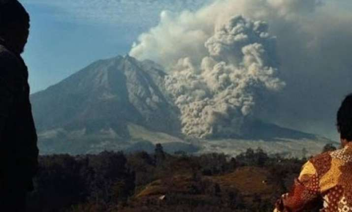 volcanic ash shuts four indonesian airports