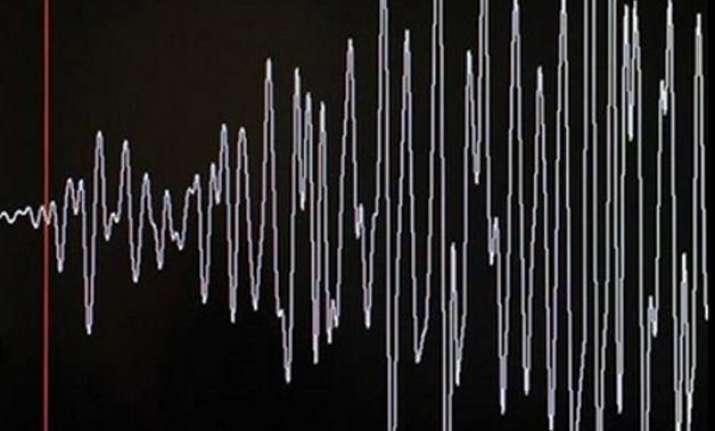 strong quake rocks papua new guinea local tsunami possible