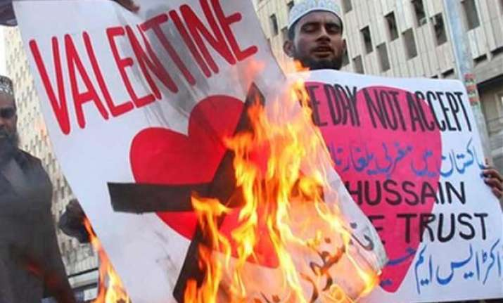 pakistan bans valentine s day celebrations islamists call
