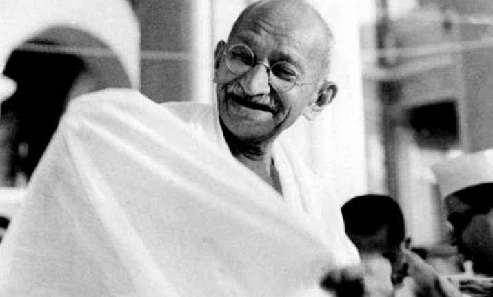 un chief invokes mahatma gandhi s message of peace and non