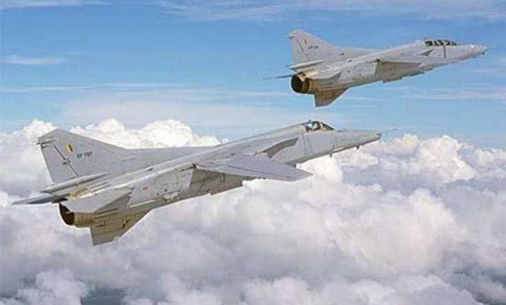four killed as lankan air force plane crashes