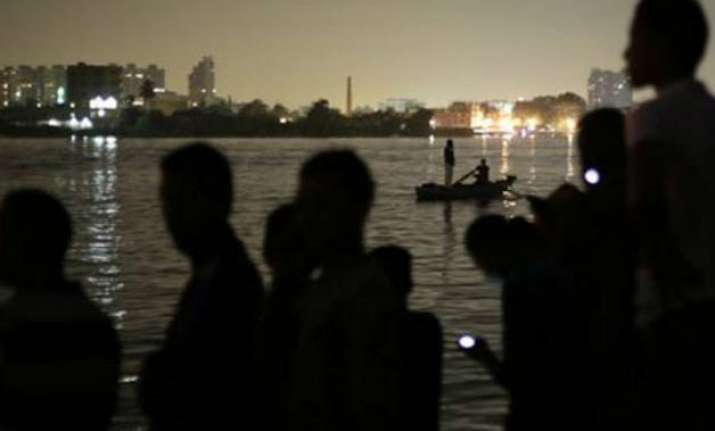 egypt 19 dead after boat capsizes on nile