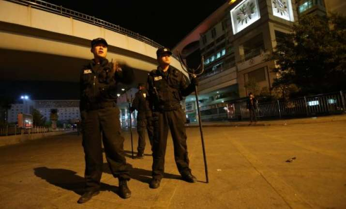 police killed knife wielding man in china