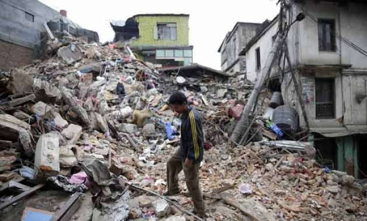 13 aftershocks jolt nepal as toll in fresh quake rises to 79
