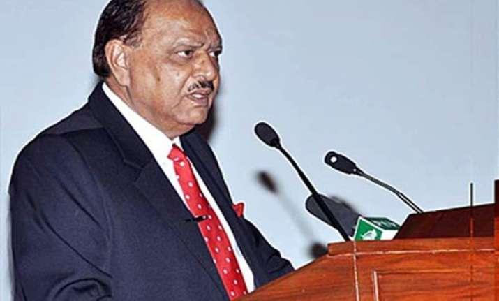 pakistan president s son escapes unhurt in bomb attack