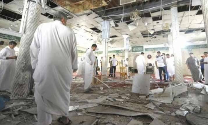 at least 4 dead in saudi arabia mosque bombing