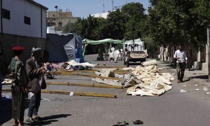 yemen s rebels attack home of islamist 12 killed