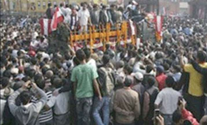 thousands mourn koirala at funeral