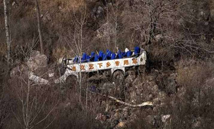 bus carrying china opera troupe falls off cliff killing 20