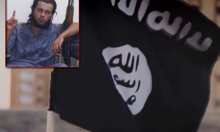20 yr old isis militant publically executes his mother in