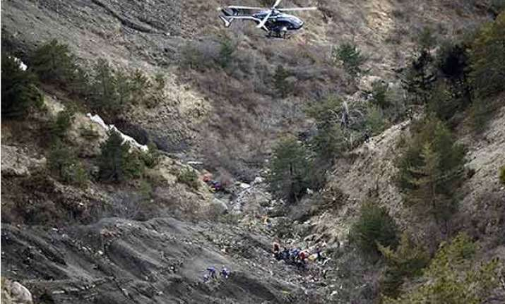 germanwings crash captain tried to smash into cockpit with