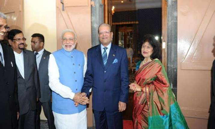 india offers 500 million credit to mauritius during pm modi