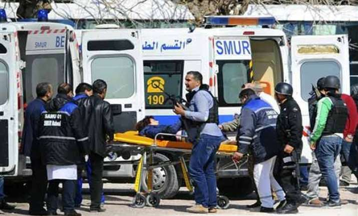 21 killed in tunisia attack 2 3 gunmen at large
