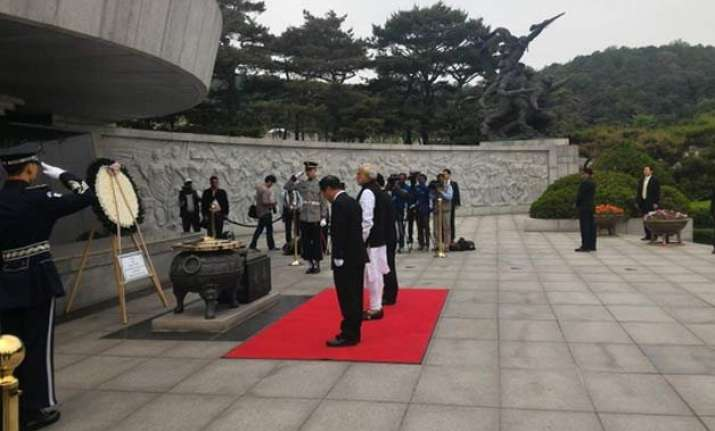 pm modi visits seoul national cemetery