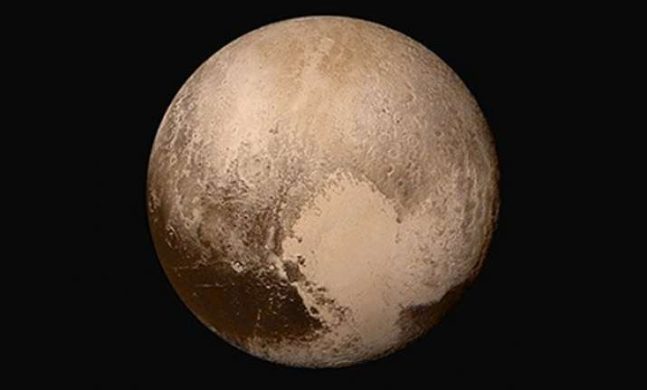new horizons discovers flowing ice vast haze on pluto